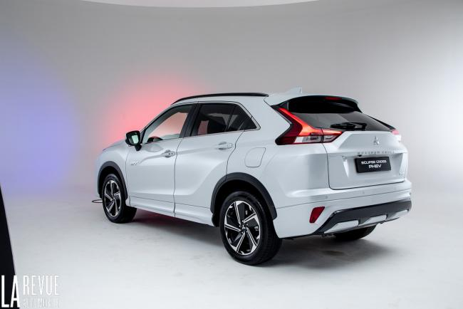 Exterieur_mitsubishi-eclipse-cross-phev-presentation_12