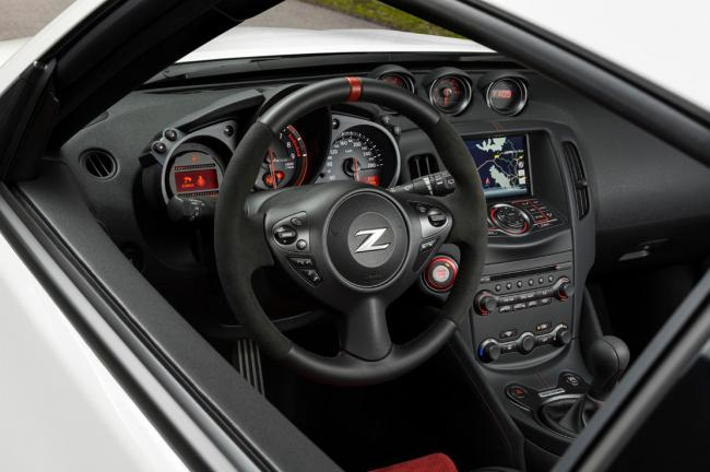 Interieur_Nissan-370z-Nismo-2015-europe_10