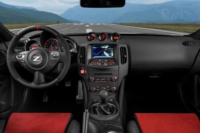 Interieur_Nissan-370z-Nismo-2015-europe_12