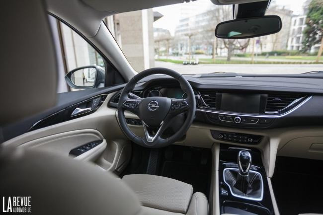 Interieur_Opel-Insignia-Grand-Sport-1.5-Turbo_34