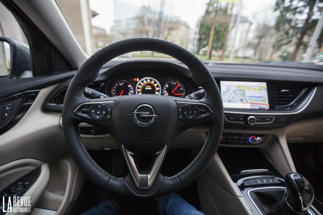 Interieur_Opel-Insignia-Grand-Sport-1.5-Turbo_39