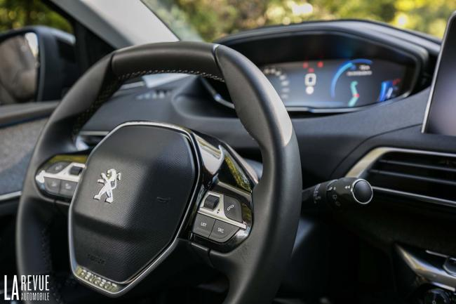 Interieur_Peugeot-3008-BlueHDi-120_24