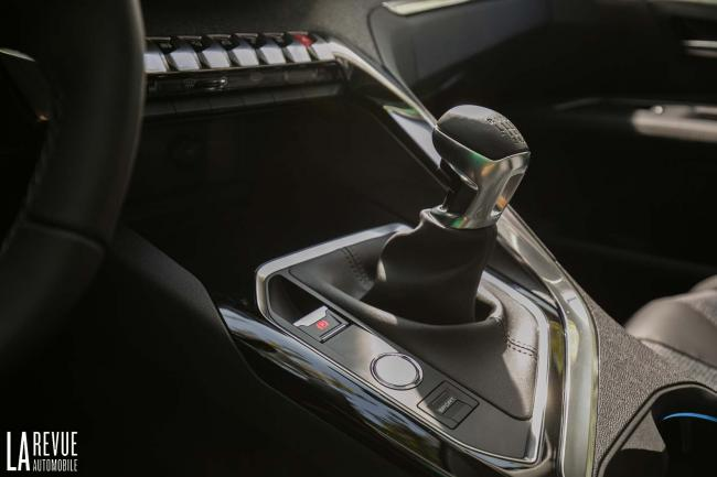Interieur_Peugeot-3008-BlueHDi-120_23