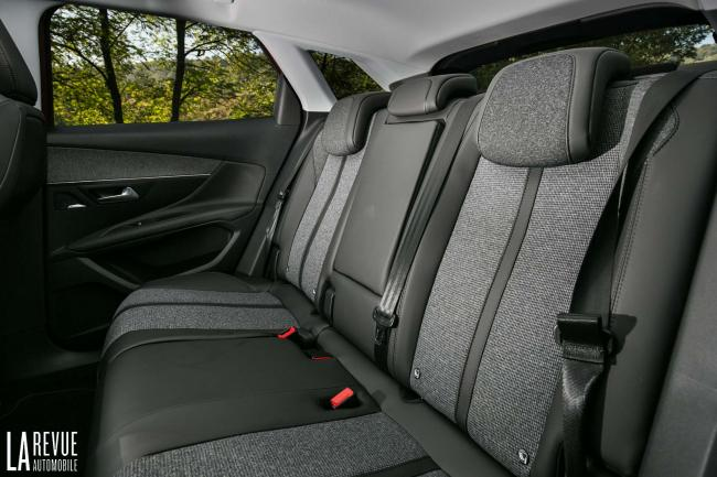 Interieur_Peugeot-3008-BlueHDi-120_16