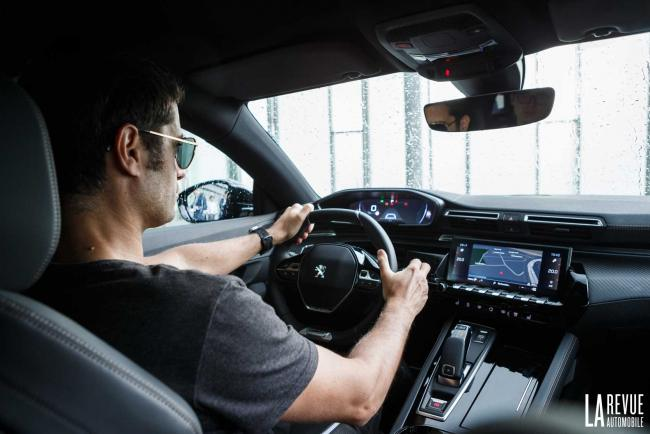 Nouvelle Peugeot 508 SW : passage dans le cockpit du break