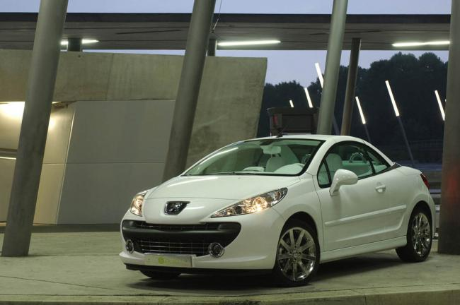 Les traits definitifs de la peugeot 207 cc epure