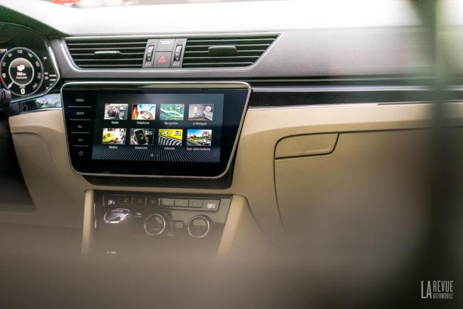 Interieur_skoda-superb-iv-laurin-klement-la-berline-hybride-rechargeable-a-l-essai_1