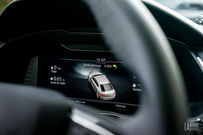 Interieur_skoda-superb-iv-laurin-klement-la-berline-hybride-rechargeable-a-l-essai_3