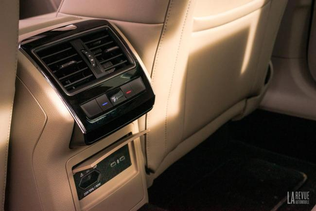 Interieur_skoda-superb-iv-laurin-klement-la-berline-hybride-rechargeable-a-l-essai_4