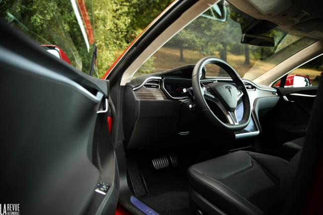 Interieur_Tesla-Model-S-P85D_42