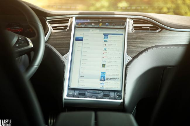 Interieur_Tesla-Model-S-P85D_44