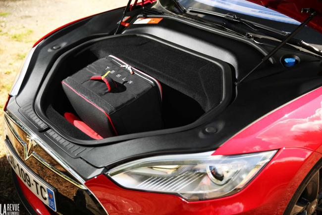 Interieur_Tesla-Model-S-P85D_45