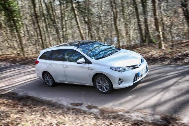 Exterieur_Toyota-Auris-Touring-Sports_2