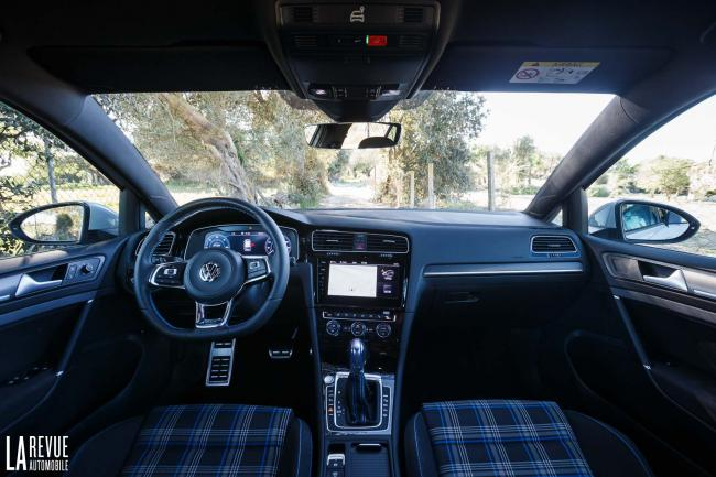 Interieur_Volkswagen-Golf-7-GTE_46