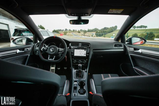 Interieur_Volkswagen-Golf-GTI-Clubsport_37