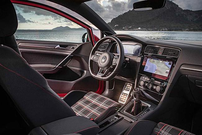Interieur_Volkswagen-Golf-GTI-Performance_22