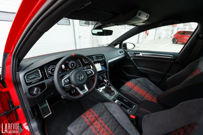 Interieur_volkswagen-golf-gti-tcr_0