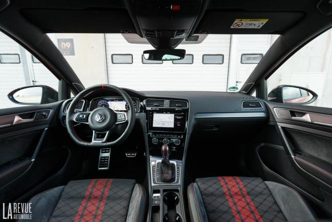Interieur_volkswagen-golf-gti-tcr_1