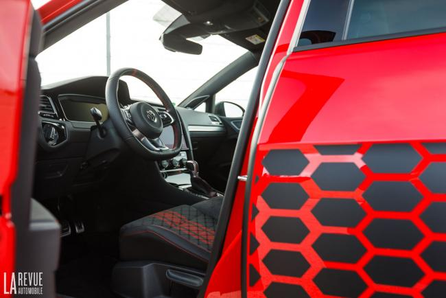 Interieur_volkswagen-golf-gti-tcr_16