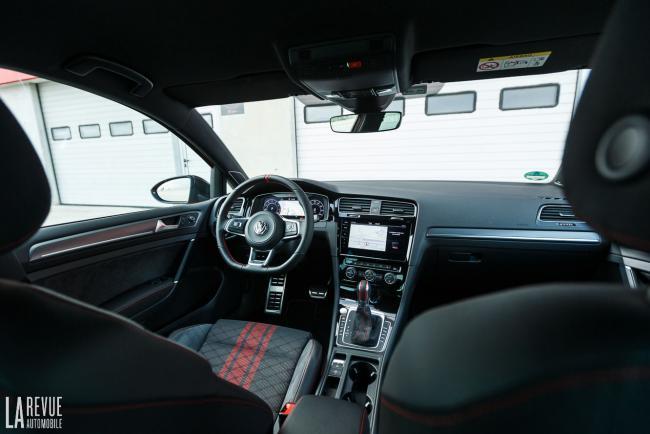 Interieur_volkswagen-golf-gti-tcr_2