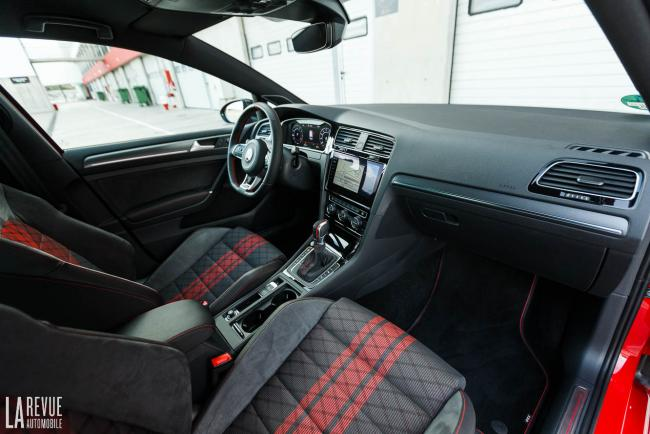 Interieur_volkswagen-golf-gti-tcr_3