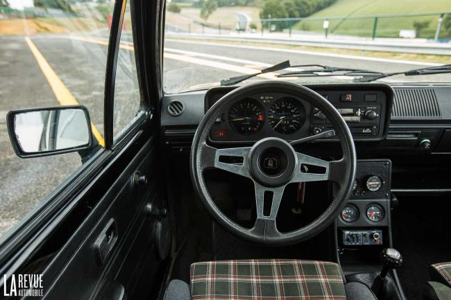 Interieur_Volkswagen-Golf-GTI_19