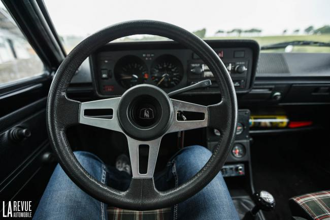 Interieur_Volkswagen-Golf-GTI_23