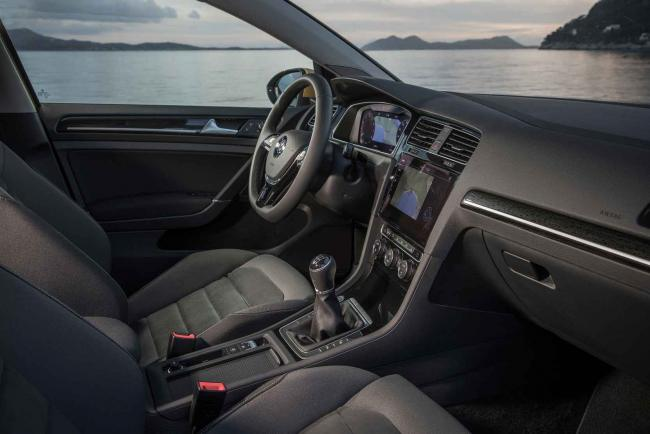 Interieur_Volkswagen-Golf-TDI_22