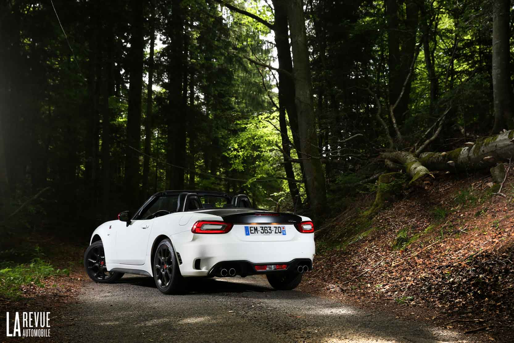 Exterieur_Abarth-124-Spider-2017_19