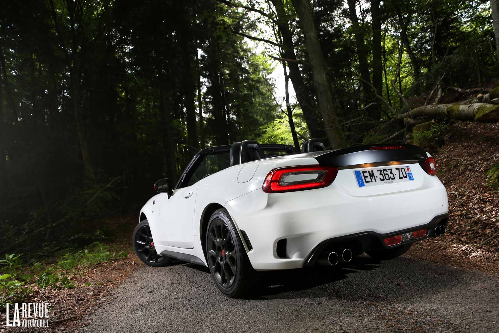 Exterieur_Abarth-124-Spider-2017_26