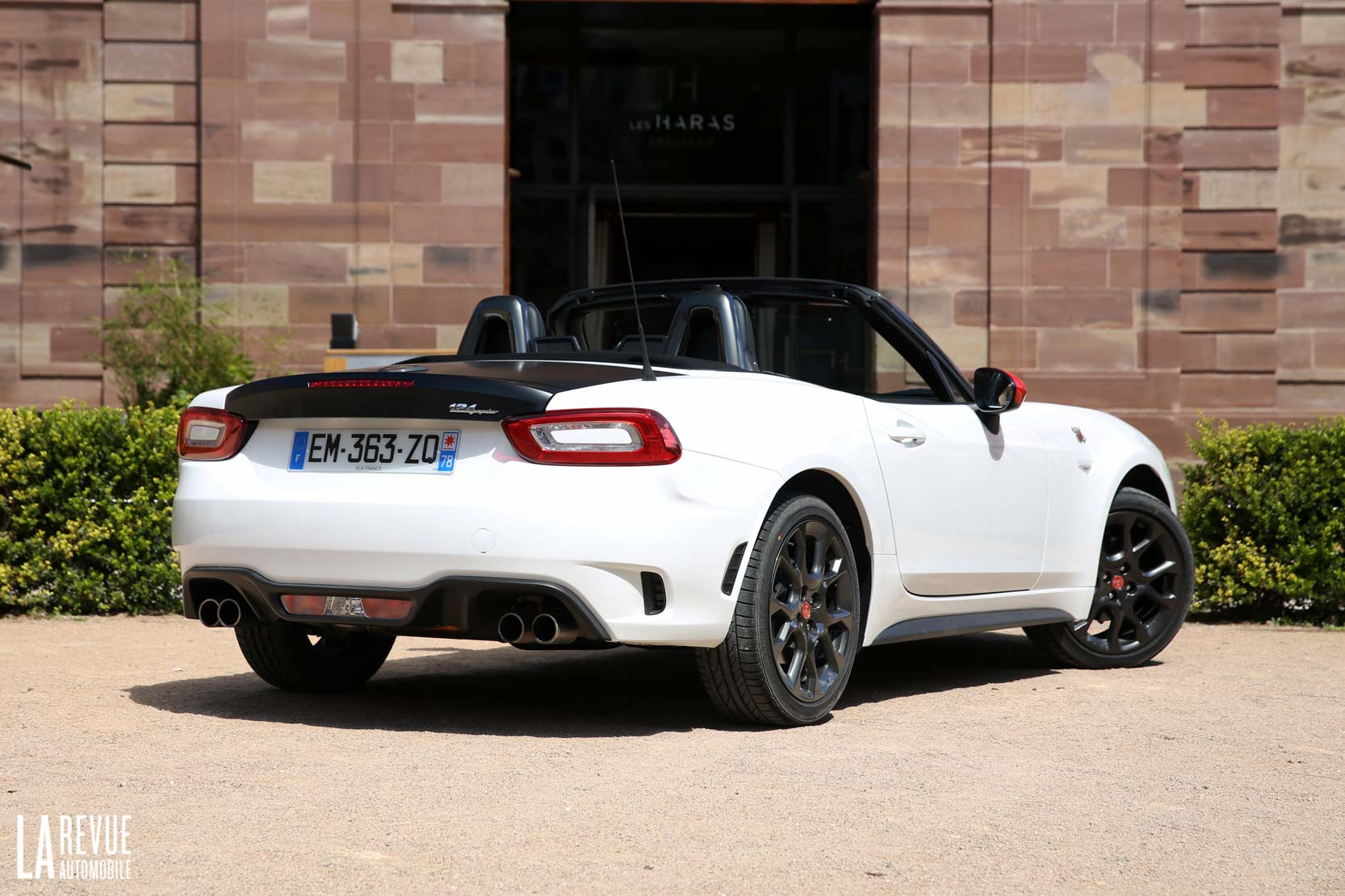 Exterieur_Abarth-124-Spider-2017_11