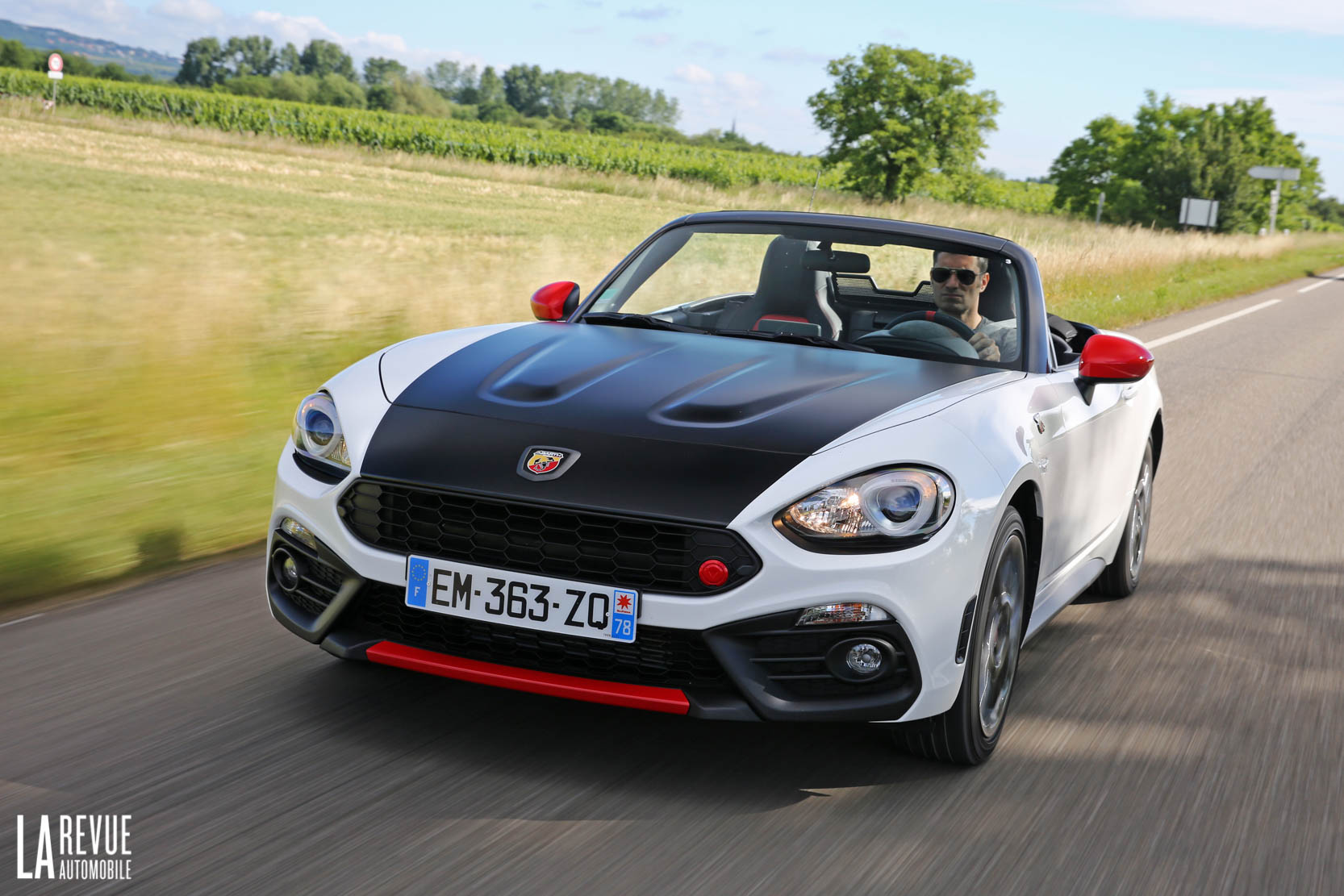 Exterieur_Abarth-124-Spider-2017_0