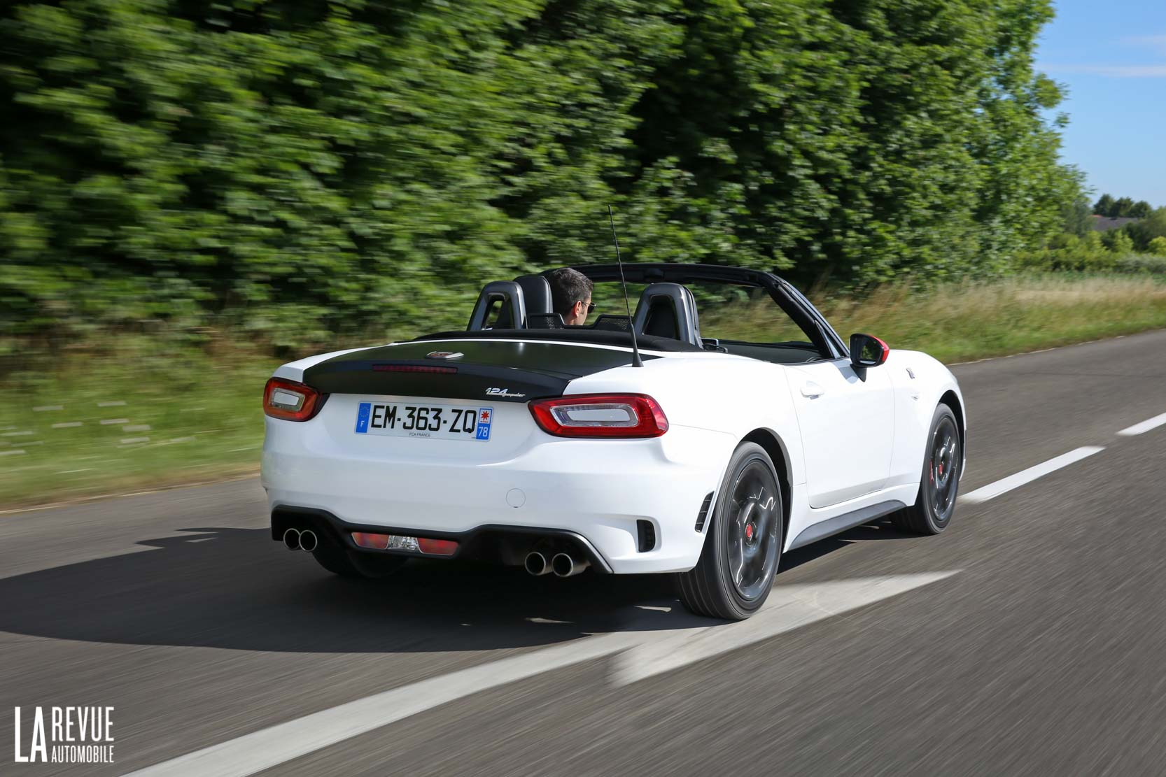 Exterieur_Abarth-124-Spider-2017_6