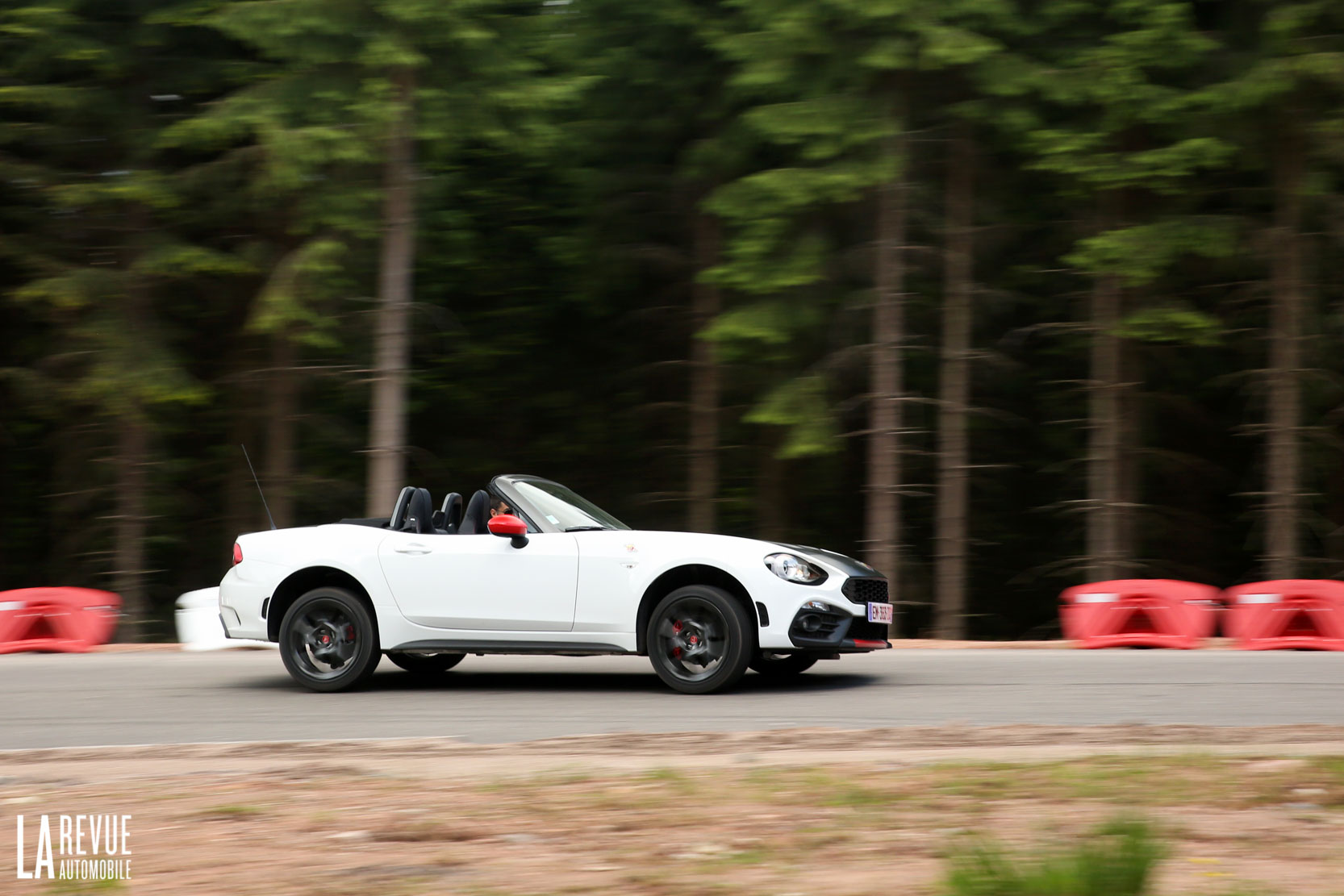 Exterieur_Abarth-124-Spider-2017_29