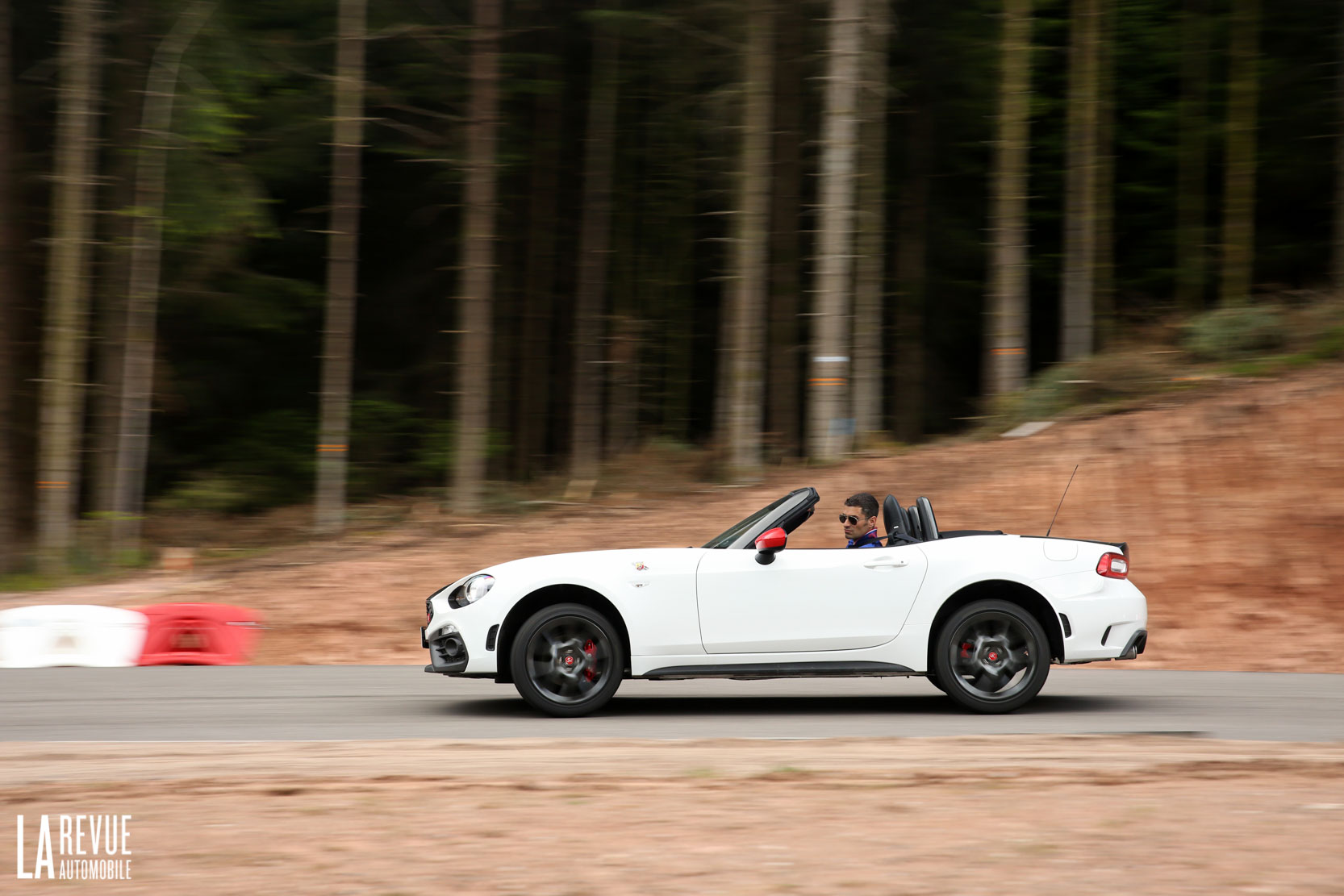Exterieur_Abarth-124-Spider-2017_21