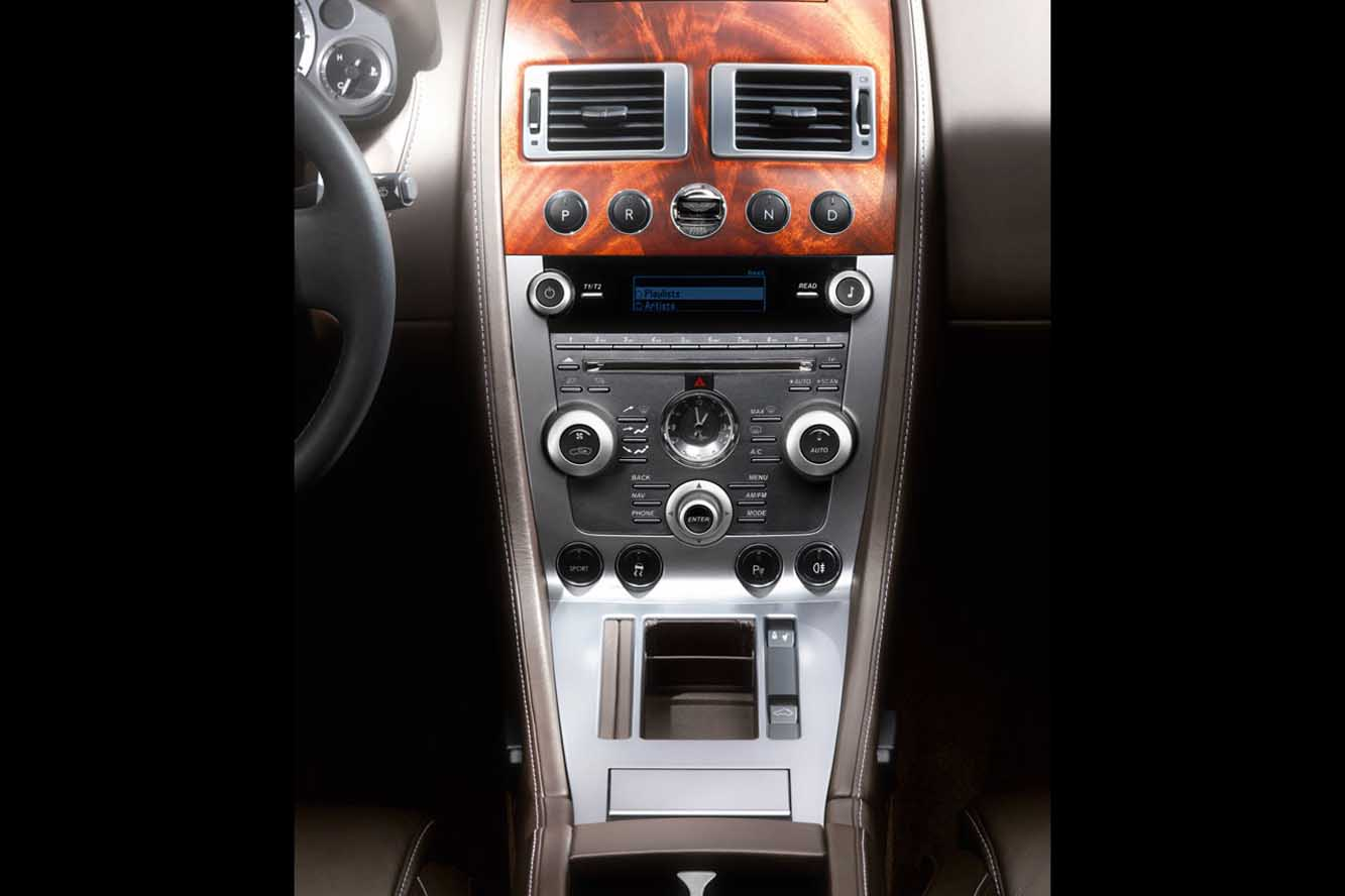 Interieur_Aston-Martin-DB9-2009_20