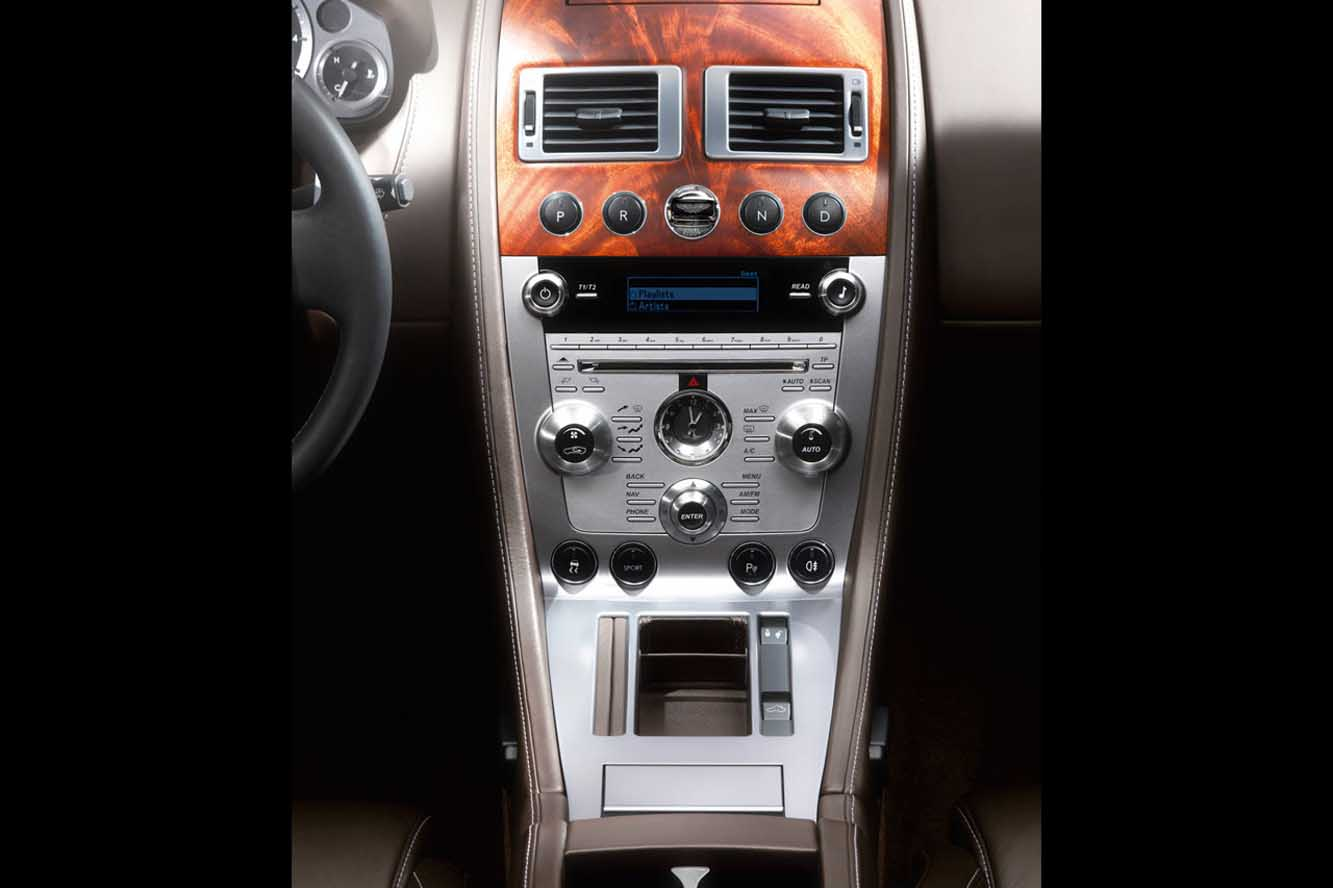 Interieur_Aston-Martin-DB9-2009_22