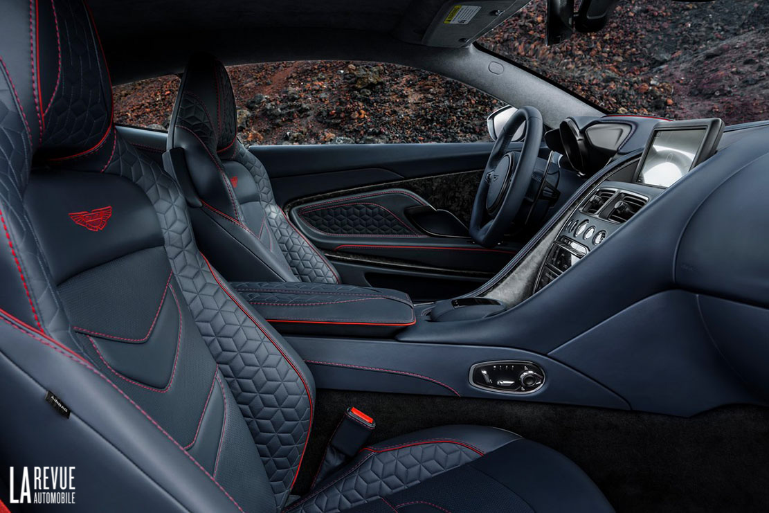 Interieur_Aston-Martin-DBS-Superleggera_26