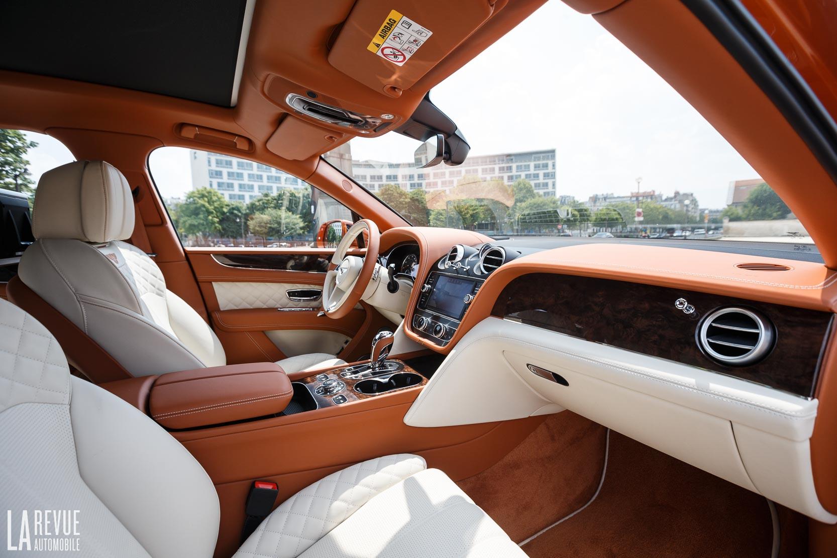Interieur luxueux du Bentley Bentayga