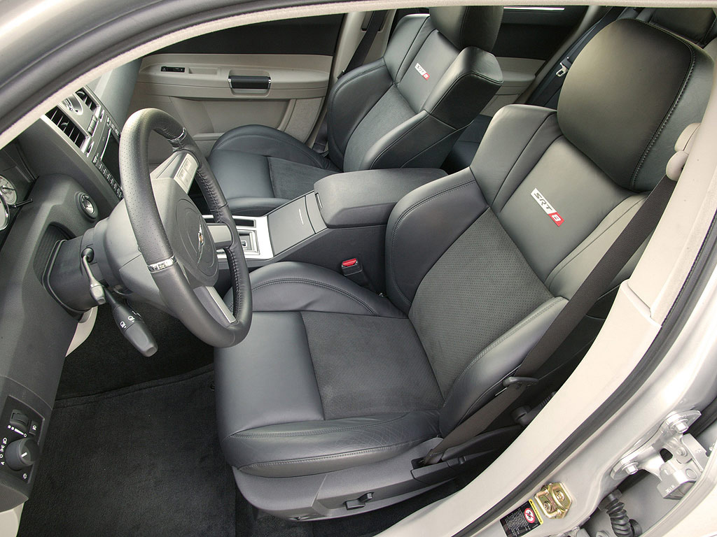 Interieur_Chrysler-300C_69
