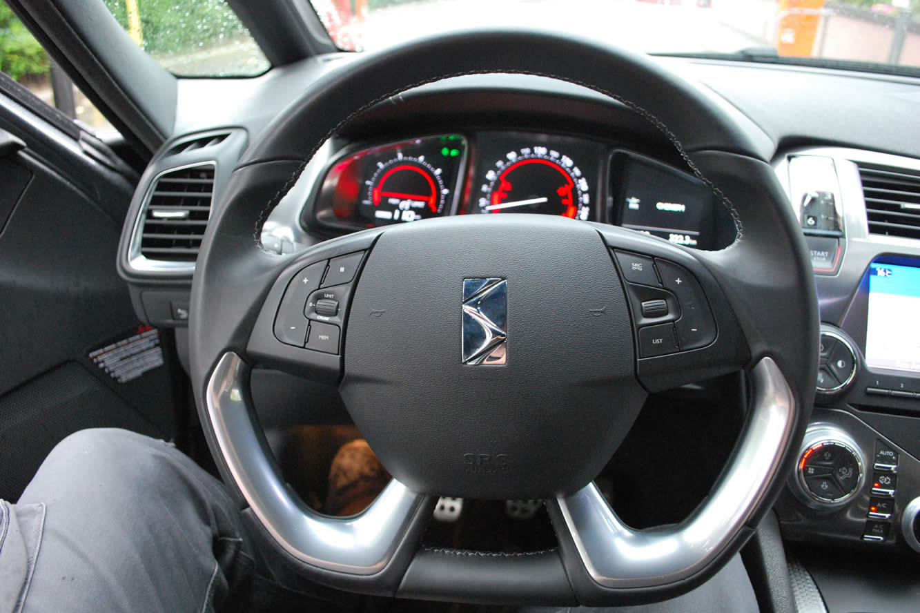 Interieur_Citroen-DS5-THP-200-2012_19