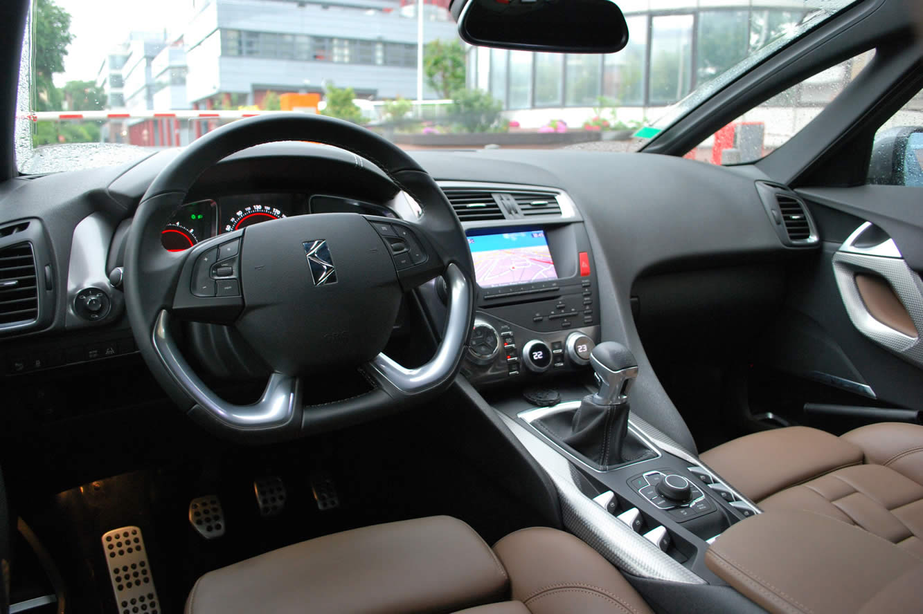 Interieur_Citroen-DS5-THP-200-2012_42