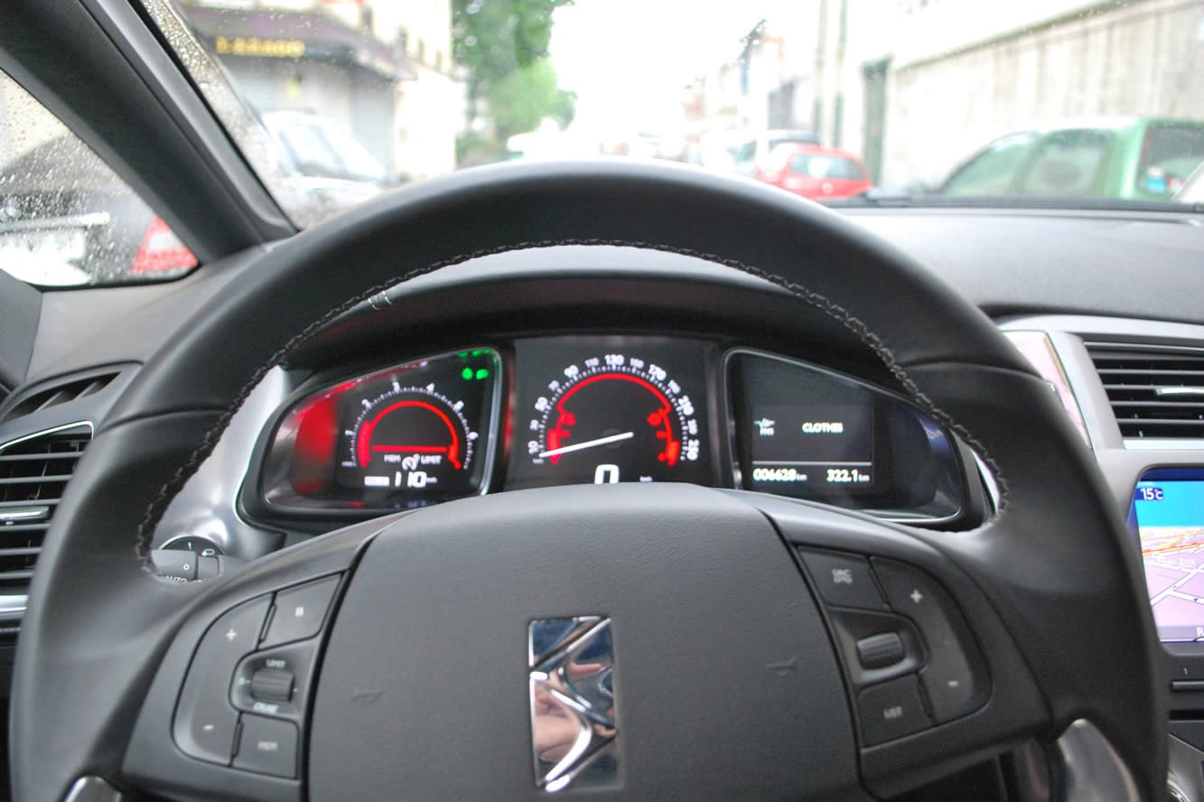 Interieur_Citroen-DS5-THP-200-2012_15