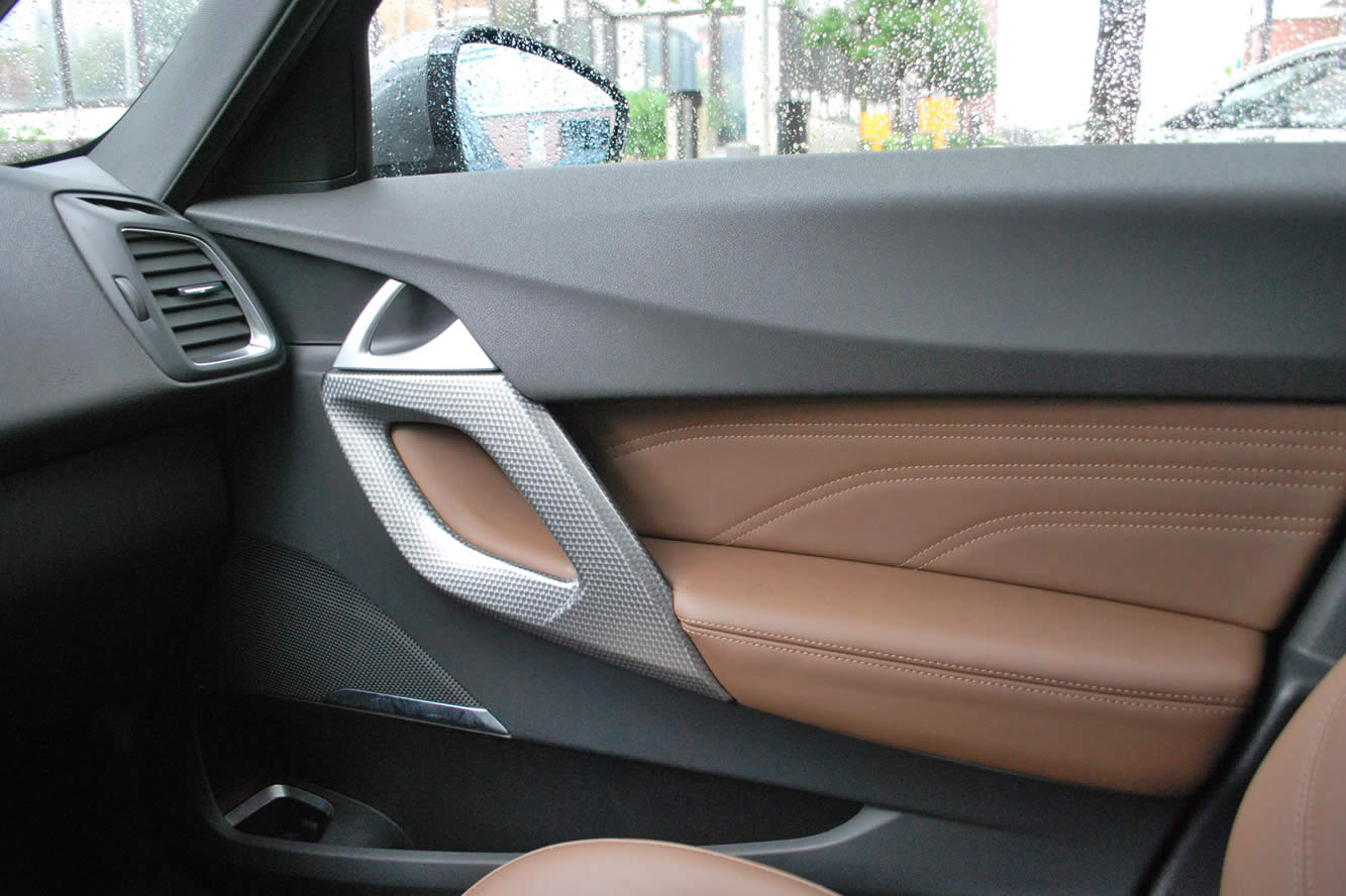 Interieur_Citroen-DS5-THP-200-2012_46