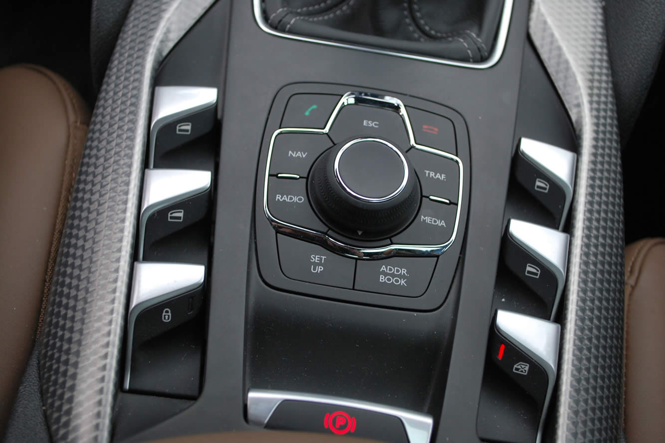 Interieur_Citroen-DS5-THP-200-2012_38