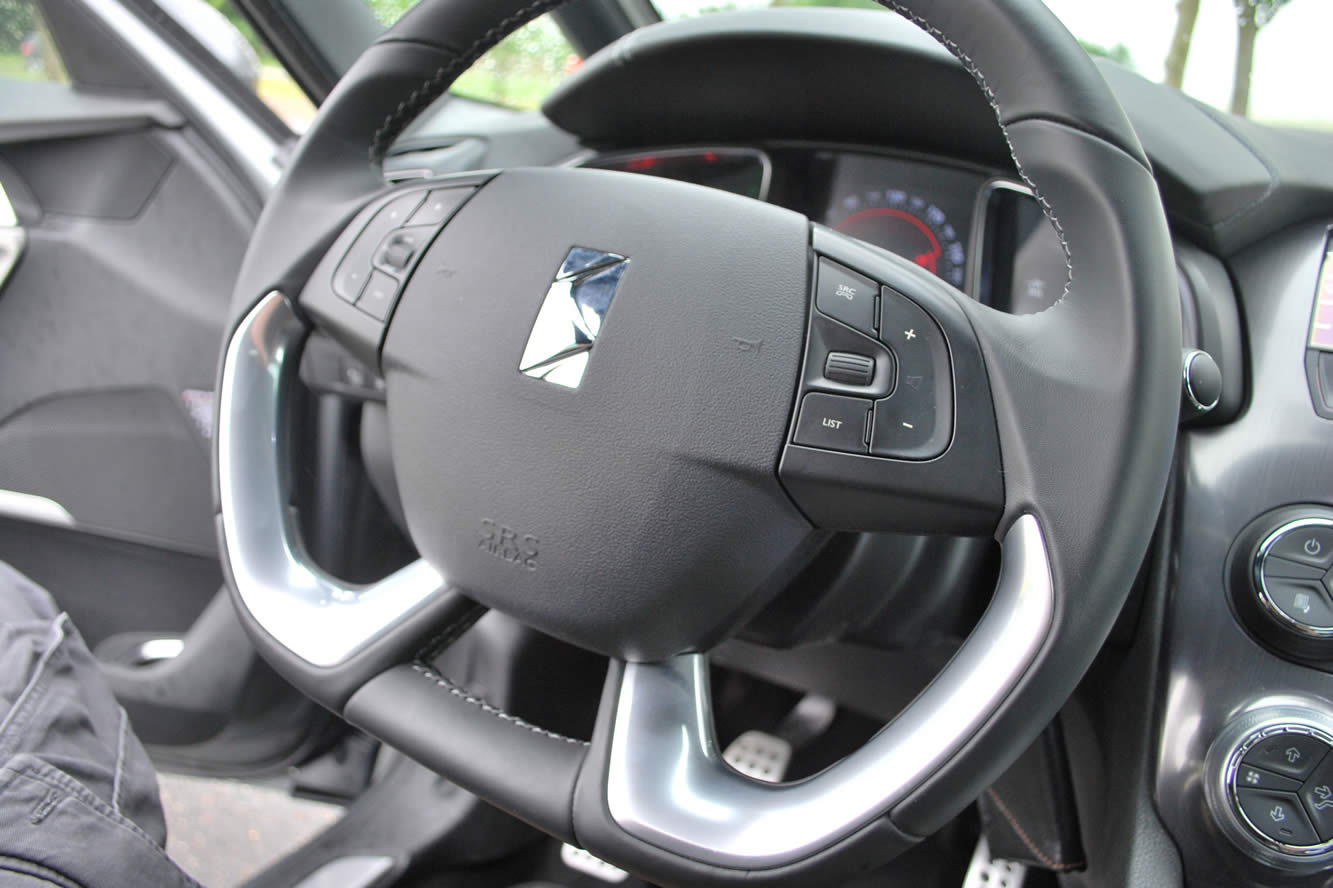 Interieur_Citroen-DS5-THP-200-2012_25