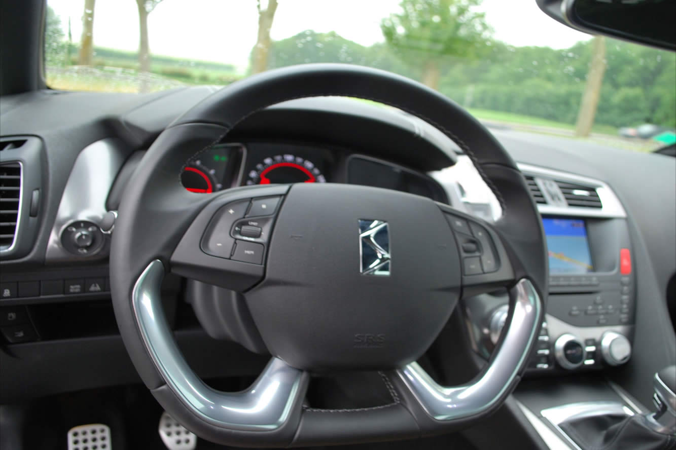 Interieur_Citroen-DS5-THP-200-2012_22