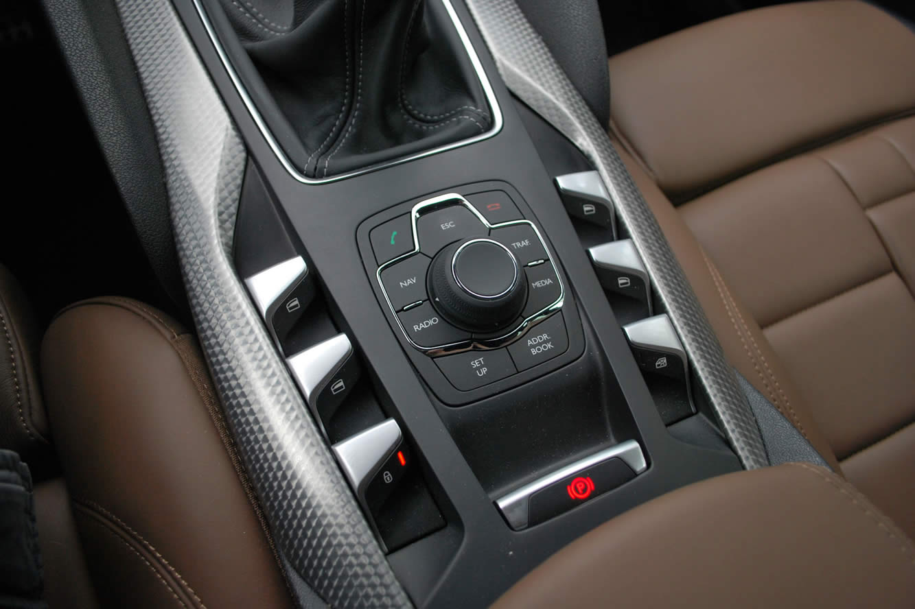 Interieur_Citroen-DS5-THP-200-2012_30