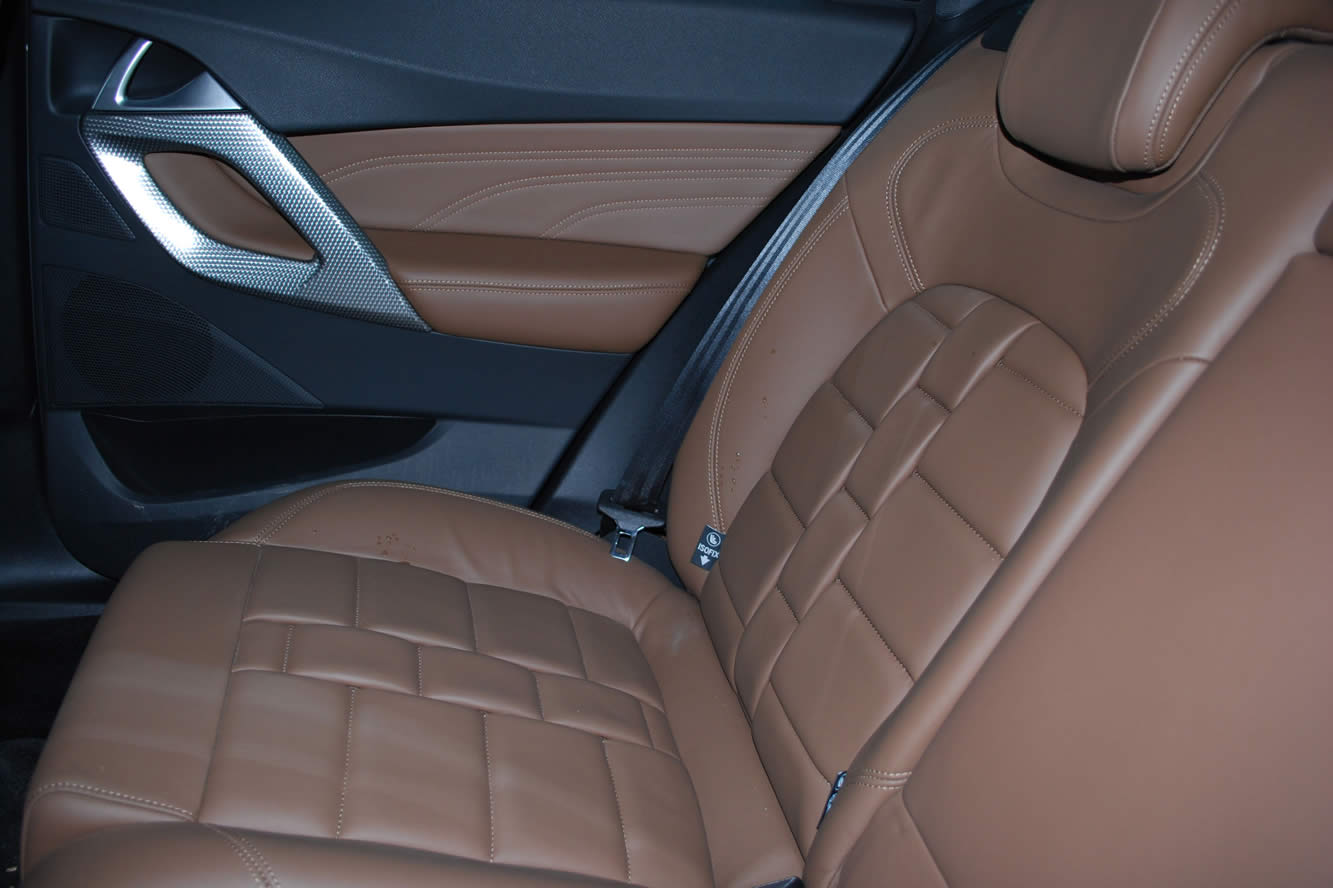 Interieur_Citroen-DS5-THP-200-2012_37