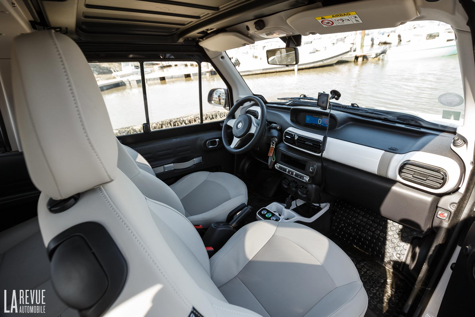 Interieur_Citroen-e-Mehari-Hard-Top_40